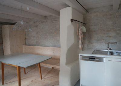 Schreinerei Hundhammer Objektdesign Haus Mindelheim Küche mit alter Stadtmauer